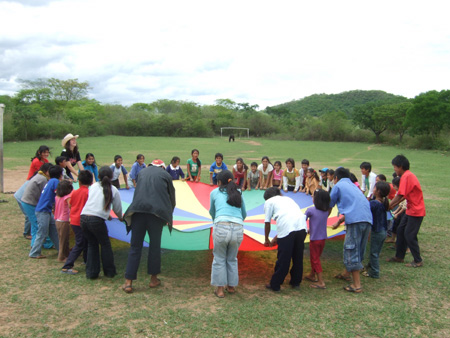 Playing parachute in Hucareta